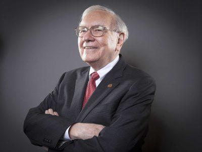 המיליארדר וורן באפט פורש מעסקי העיתונות