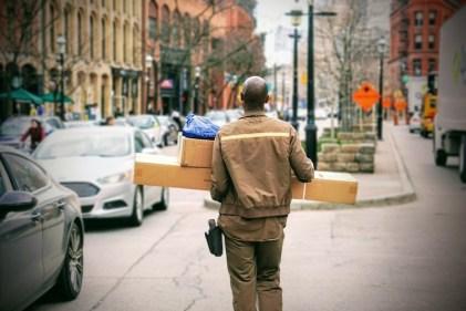 האם עליך לחטא את הדואר והחבילות שלך במהלך מגיפת הקורונה?