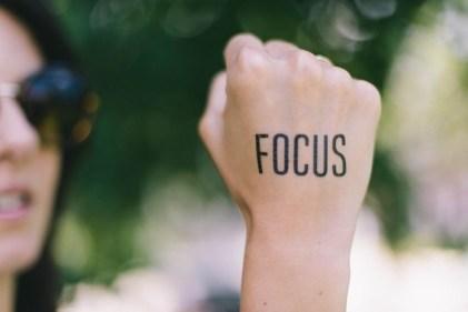 איך להגיע ליעדים שלך בחיים במהירות (הצבת מטרות)