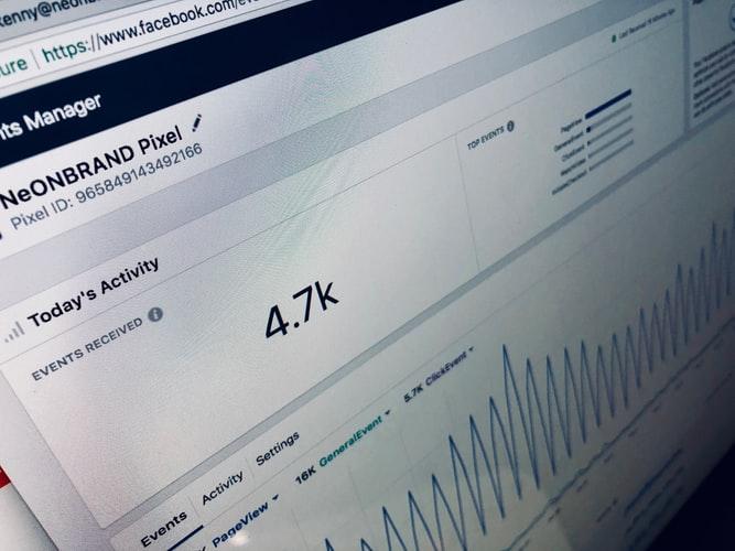 איך להרוויח כסף באמצעות הקמת נכס דיגיטלי מניב בפייסבוק